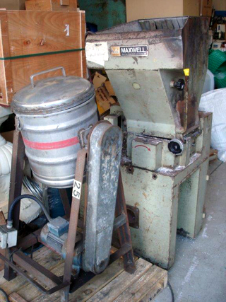 Dry colour mixer, 1 ph,   and 5Hp  Maxwell granulator with 8 mm screen (1)